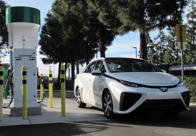 2016-toyota-mirai-hydrogen-fuel-cell-car-newport-beach-ca-nov-2014_100490084_m