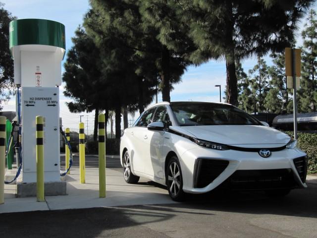 2016-toyota-mirai-hydrogen-fuel-cell-car-newport-beach-ca-nov-2014_100490084_m